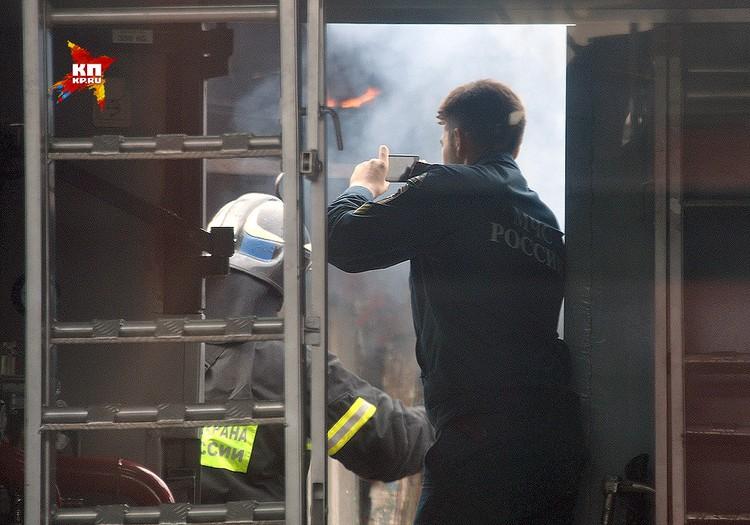 В пожаре погибли двое рабочих.