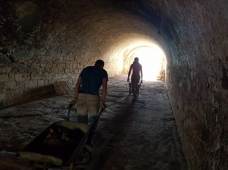 Расчистка Голубых ворот. Фото: Фонд Археологии