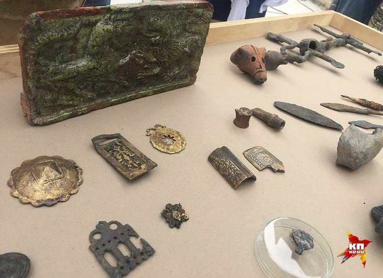 Экспонаты, найденные при раскопках Москвы.