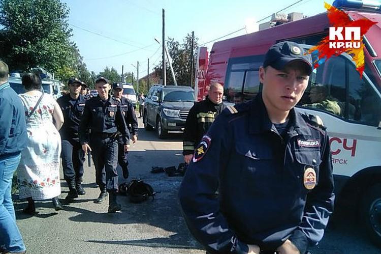 На месте дежурят не только спасатели, но и полицейские