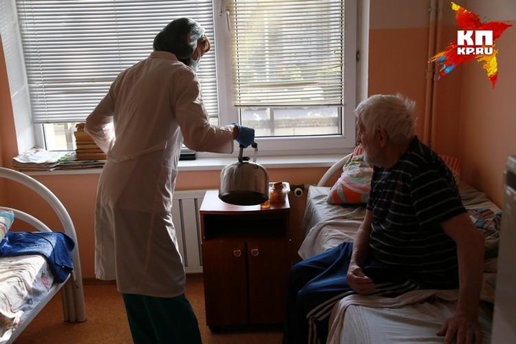 Большинство пенсионеров не покидали свои комнаты