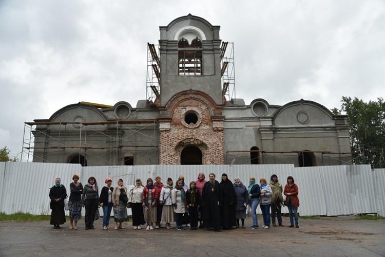 Педагоги из разных районов области побывали на экскурсии в реставрируемом храме.
