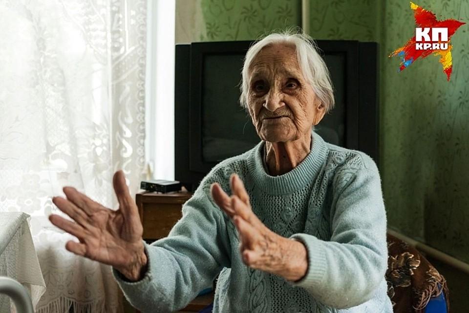 фото долони долгожителей как будто клеем