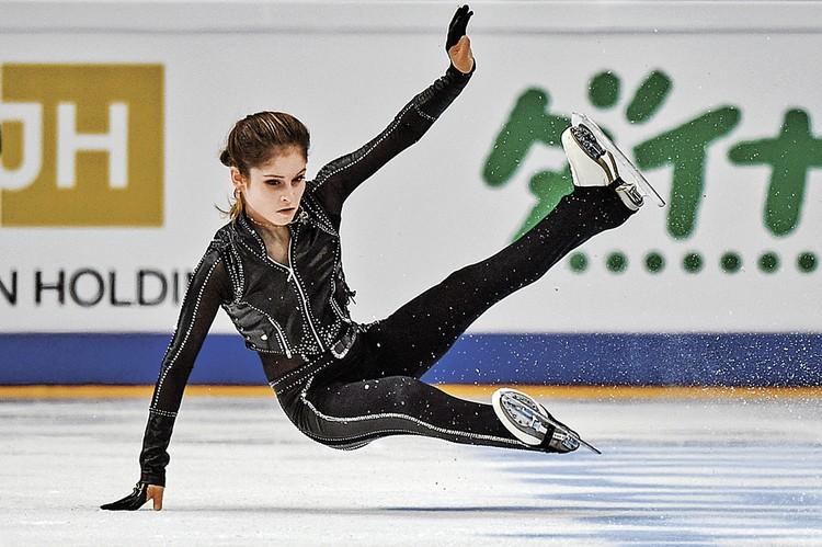 Во время произвольной программы на Гран-при в Москве 5 ноября 2016 года Юля получила травму и снялась с соревнований. Это было ее последнее выступление. Фото: Владимир ПЕСНЯ/РИА Новости