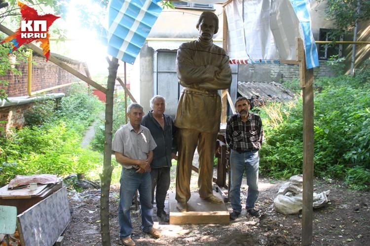 Над восстановлением скульптуры реставраторы работали все лето.