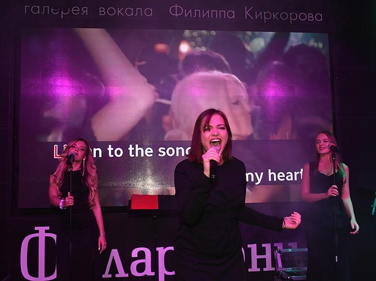 Для Филиппа и его гостей спела три песни победительница проекта «Голос» Дарья Антонюк