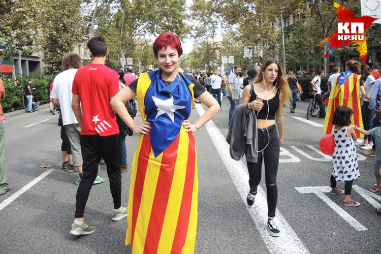 Дарья Асламова на демонстрации в Барселоне.