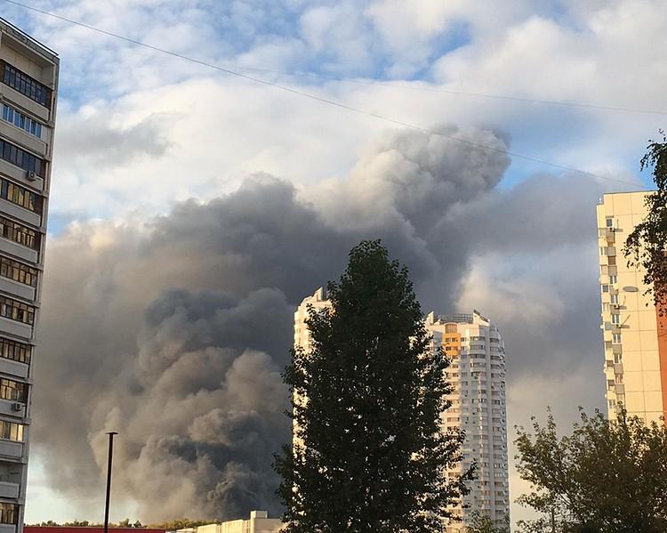 Дым видно в соседнем районе Строгино