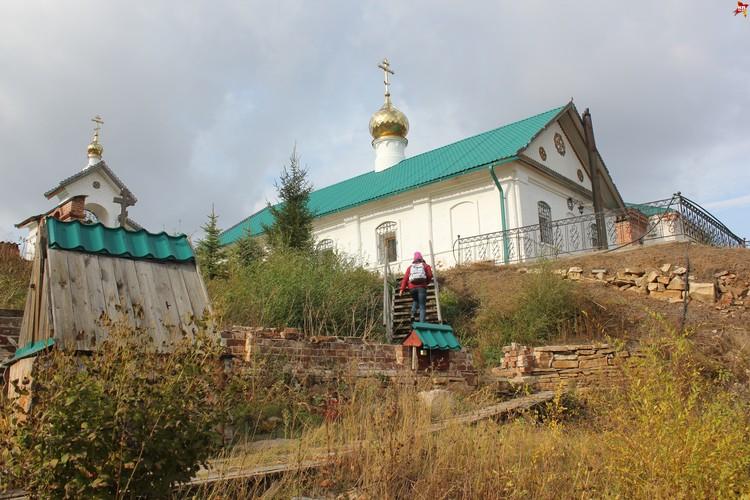Иргизский Воскресенский мужской монастырь, храм. Вид со стороны озера.