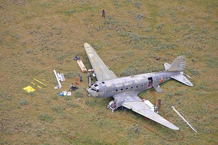 Подготовка самолета к транспортировке. Фото: Русское географическое общество