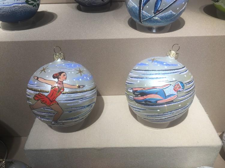 В число предприятий, имеющих право изготавливать сувениры для Олимпиады, клинская фабрика не попала. Но спортивные рекорды все равно появились на нарядных шарах.