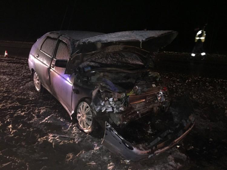 От удара обе машины отбросило в разные стороны дороги.