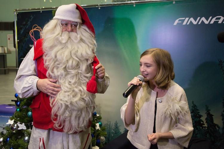 Евдокия Малевская спела волшебному старику Jingle Bells
