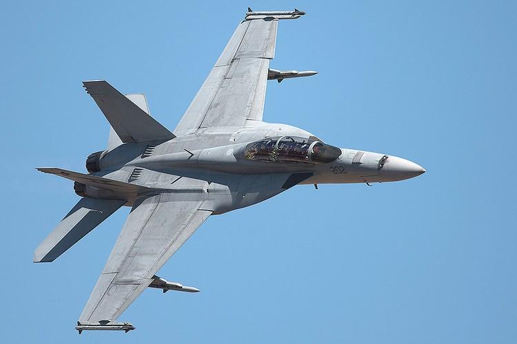 Истребитель-бомбардировщик F/А-18f в полёте.