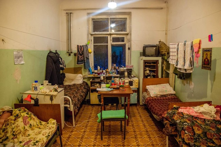 Палаты в диспансере выглядят плачевно Фото: Александр Осокин