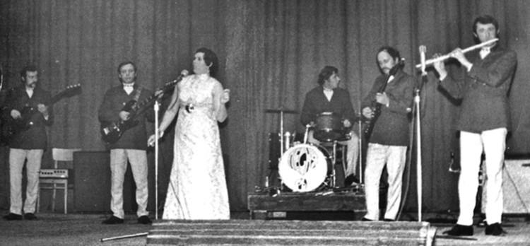 """Лидия Кармальская постоянно выступала с """"Песнярами"""", начиная еще со времен филармонического ревю """"Лявониха"""". Фото: личный архив"""