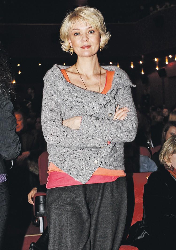 Юлия Меньшова пошла по стопам родителей - стала актрисой, режиссером, а заодно телепродюсером и телеведущей.