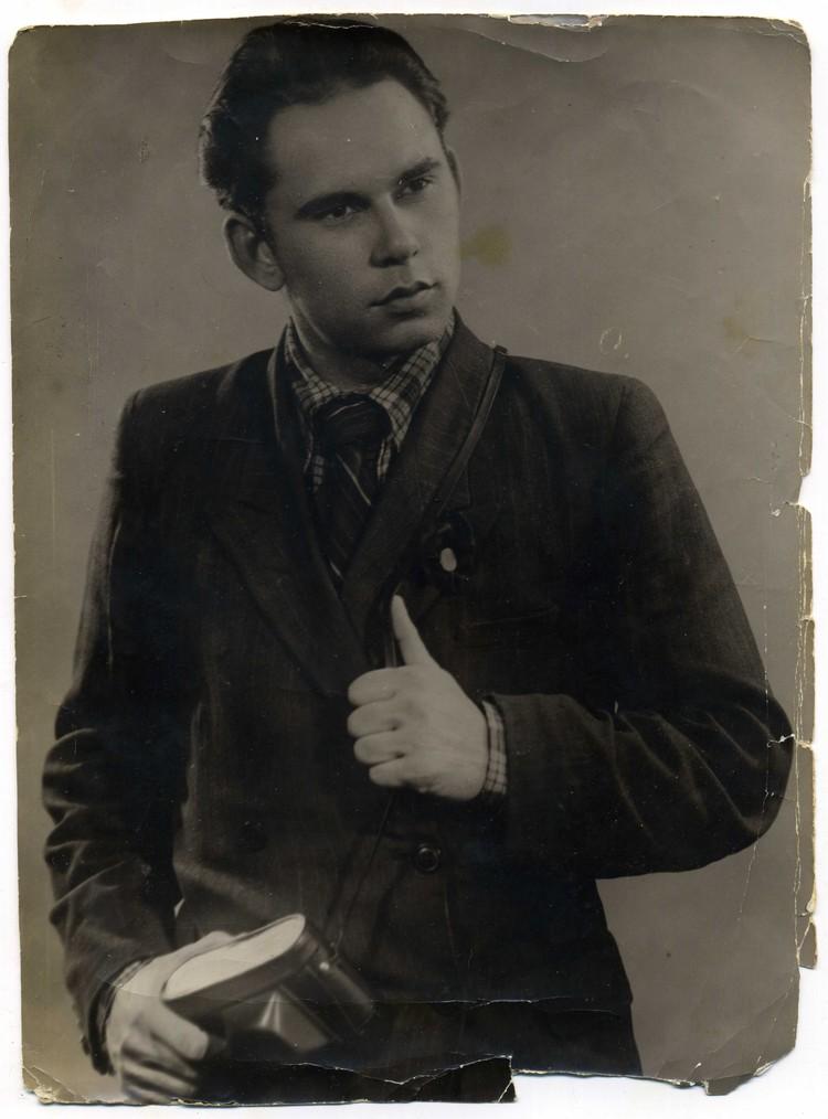 Василий Песков в юности. Фото из личного архива
