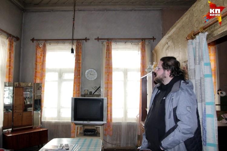 Гостиные разделены перегородками на комнаты