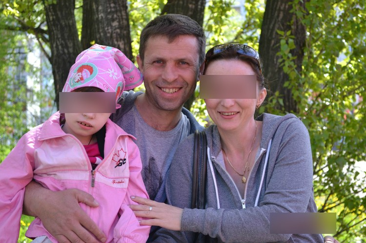 Лосев с супругой и дочкой