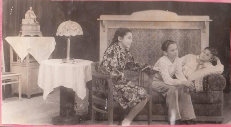"""1950 го, спектакль """"Красный галстук"""". Табаков опоздал на премьеру на 15 минут - после этого случая он, уже будучи руководителем театра, выписывал себе штраф за каждое опоздание."""