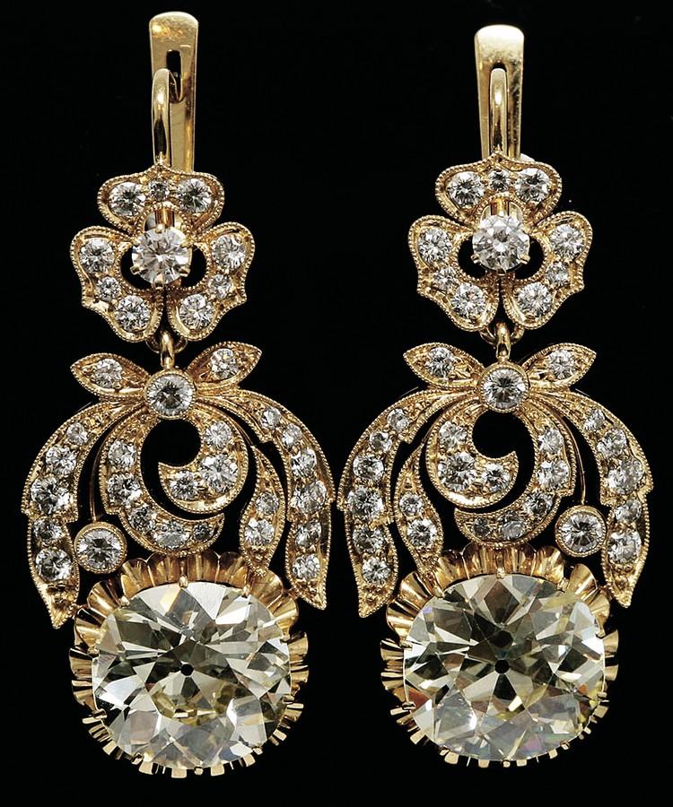 Оригинальные золотые серьги с природными бриллиантами Фото: gelos.ru