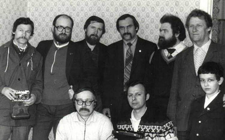 Группа ученых Томского политехнического университета в квартире Туркиных, где ночью вылетали из-под кровати шаровые молнии. Тогда, в 80-х, все были уверены: они быстро разъяснят этот феномен!