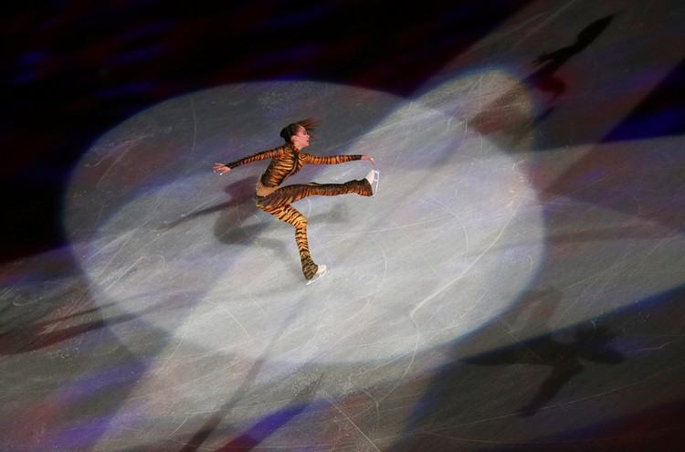 Алина Загитова во время показательных выступлений на чемпионате мира.