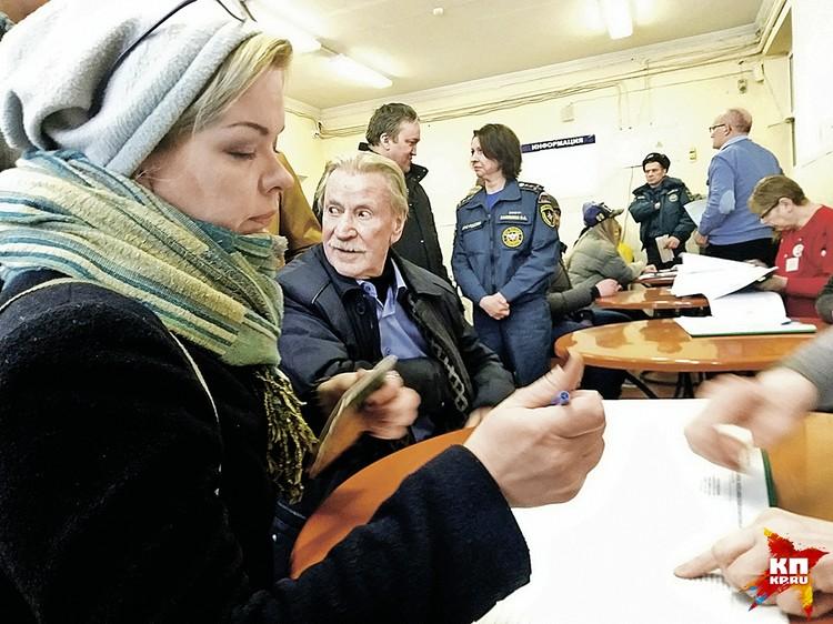 Краско пришел на выборы не с Натальей Шевель, а со своей бывшей - 40-летней Натальей Вяль.
