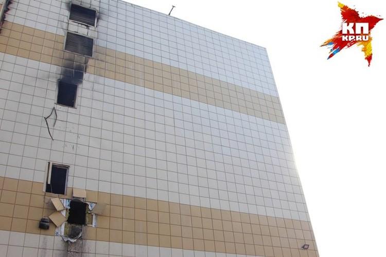 Спасая жизни, двое подростков выпрыгнули с четвертого этажа.