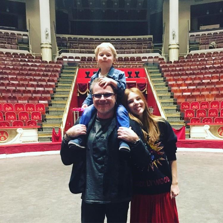 Владимир Пресняков с женой, певицей Натальей Подольской, и их сыном Артемием, которому в июне исполнится три года. Фото: instagram.com