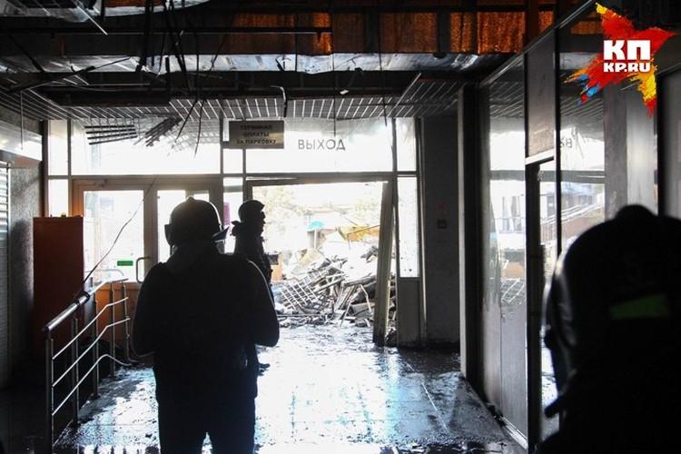 """Выйти из горящего торгового центра с его """"лабиринтами"""" получилось не у всех..."""