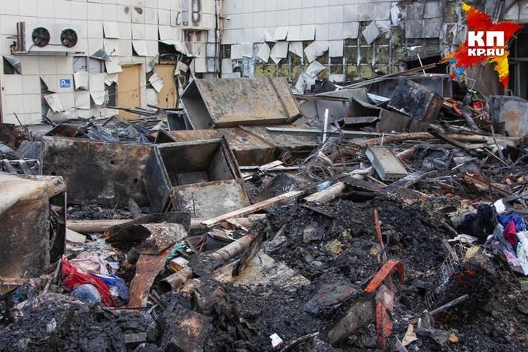 Работы по разбору завалов на месте пожара завершились 29 марта