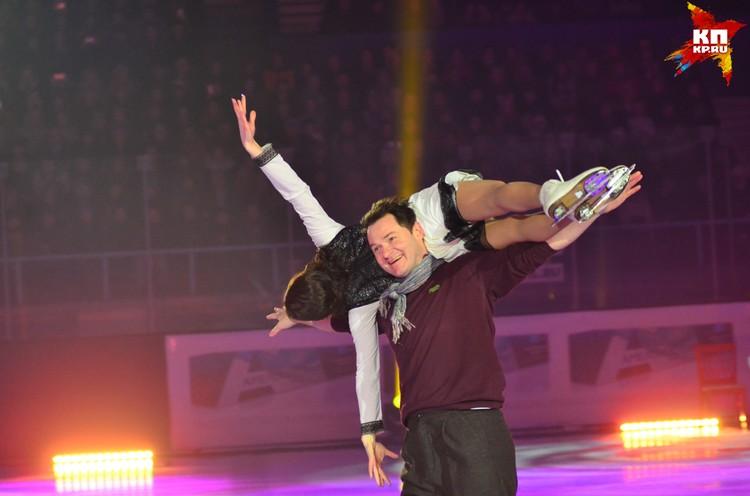 В ледовом шоу выступили лучшие фигуристы страны