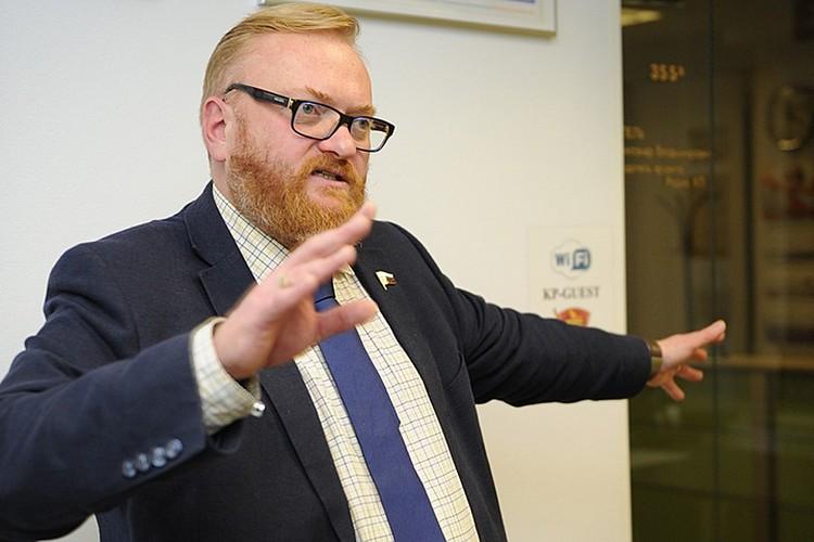 Депутат Милонов обещает лично заняться отловом девушек с пониженной социальной ответственностью.