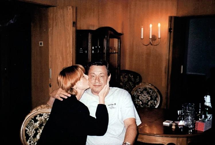 Это фото с актером Елена предъявляет в том числе как доказательство их любви.