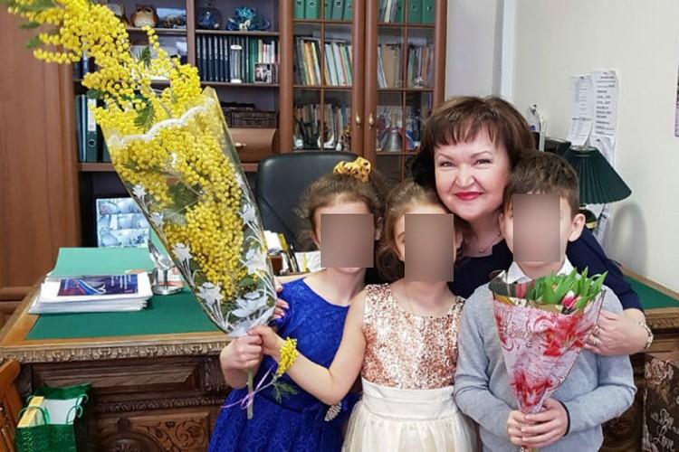 Директор 337-й школы Ольга Макаренко всеми силами изображает, что ничего страшного не случилось. Фото: с личной страницы педагога в соцсети Vk.com