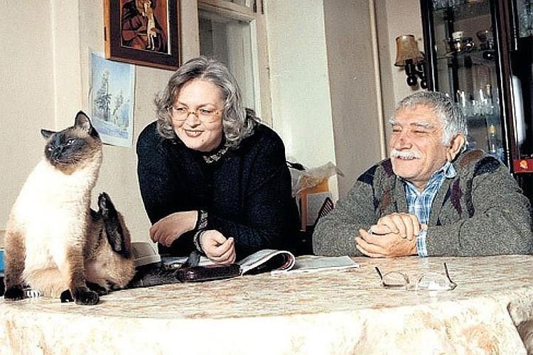 На тот период народный артист был женат на Татьяне Власовой. Но жена — в Америке, а Джигарханян — в Москве. ото: Виктор ГОРЯЧЕВ