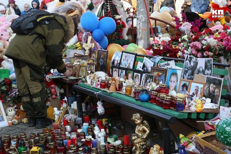 Тысячи неравнодушных людей побывали у мемориала погибшим