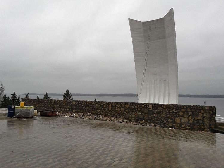 Ограждение возле одного из знаковых памятников Самары сделали из материала для дачи