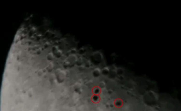 НЛО люведены красным. Это не кратеры - они двигаются.