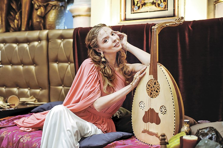 Михаил Задорнов подарил путевку в жизнь многим молодым артистам, в том числе и актрисе Марине Орловой.