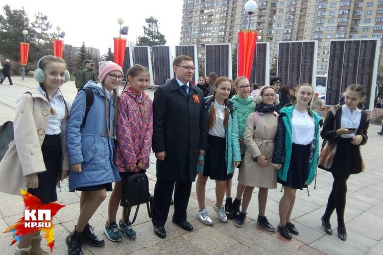 Владимир Якушев и участники церемонии