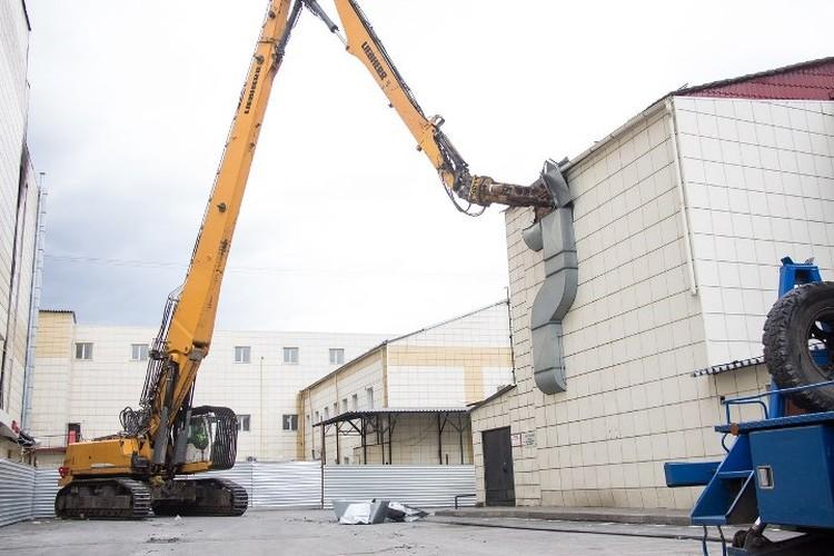 """Демонтаж комплекса """"Зимняя вишня"""" начали со здания бывшей сауны"""