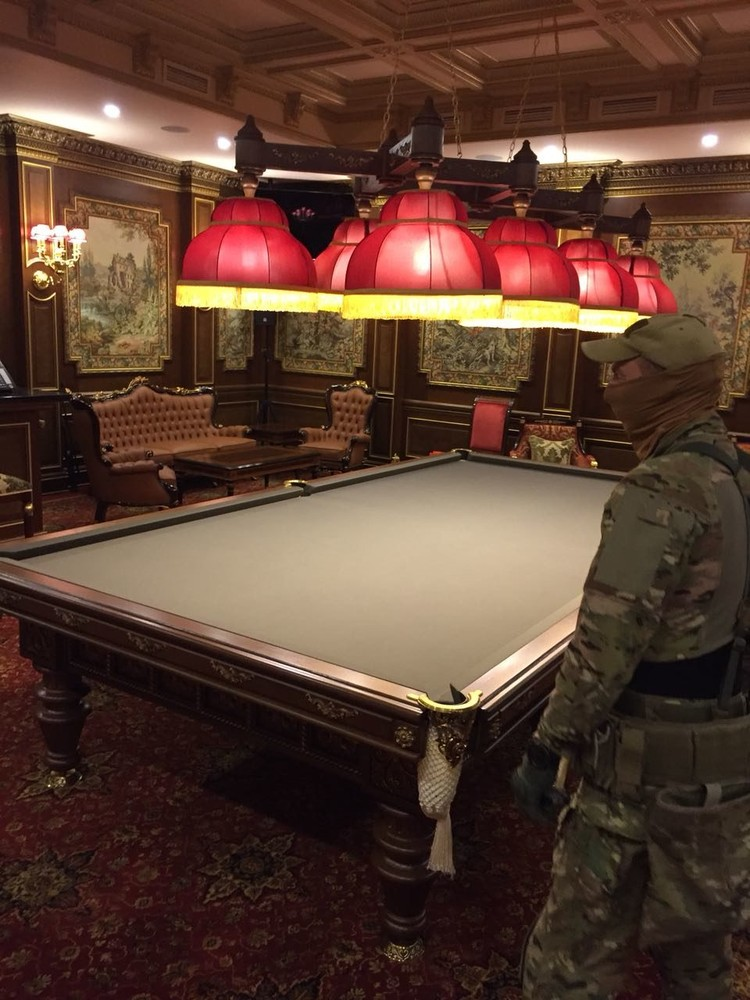 Бильярдная комната. Фото: канал Следственного комитета России в «ТамТам»