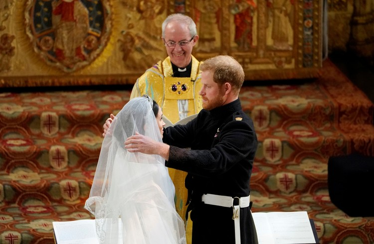 Архиепископ Кентерберийский Джастин Уэлби объявил Гарри и Меган мужем и женой