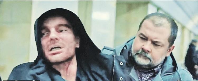 Сергей (справа) сыграл в одном кадре с исполнителем главной роли Никитой Волковым. Фото: Кадр из фильма