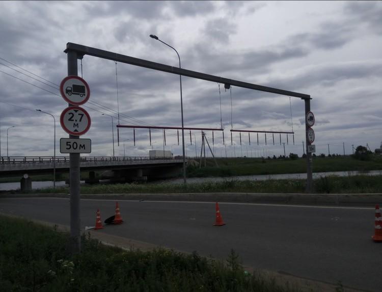 Перед мостом появились цепи. Фото: твиттер-канал Моста
