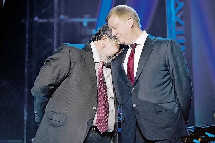 Как же хорошо, когда рядом есть надежное плечо! Фото: Глеб ЩЕЛКУНОВ/Коммерсантъ