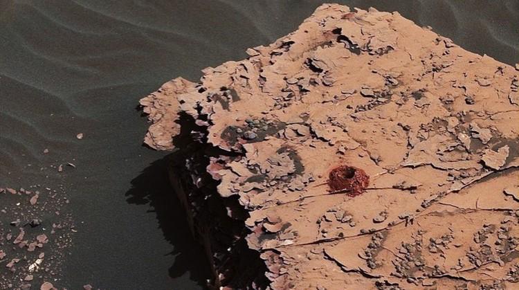 Вот такие дырки бурит марсоход.